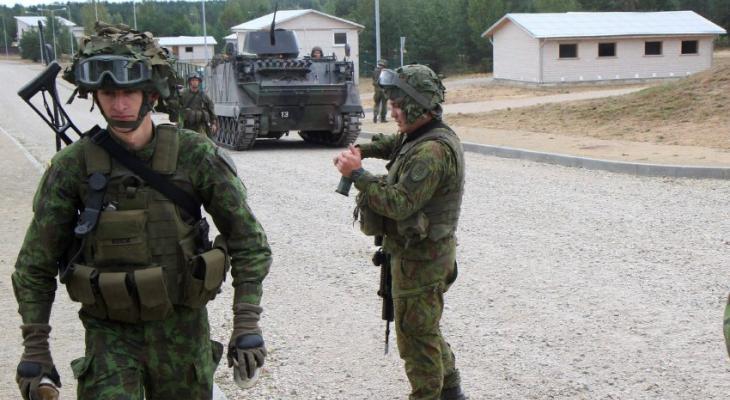 Литовские солдаты на учениях