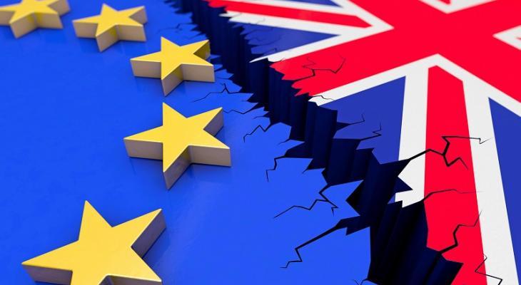 Данные свежих опросов говорят о том, что жители Британии считают курс страны по выходу из ЕС правильным.