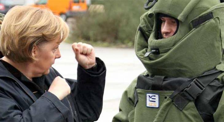 Ангела Меркель и солдат Бундесвера