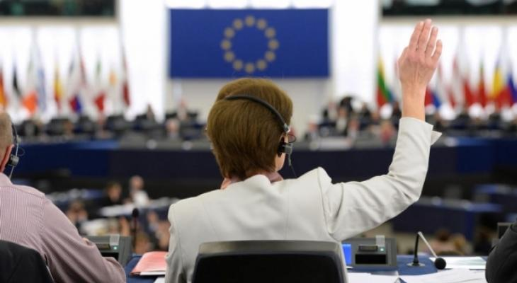 В Европарламенте хотят отменить санкции в отношении глав спец служб России