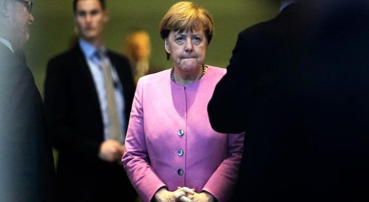 Карьера Меркель висит на волоске