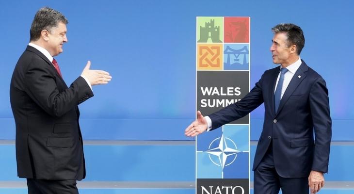 Президент Украины Пётр Порошенко и экс-генсек НАТО Андерс Фог Расмуссен