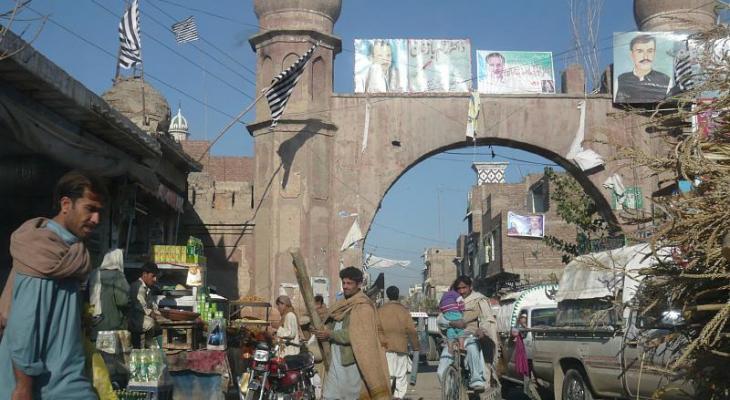 Вслед за атакой на христианскую общину, пакистанские боевики нанесли удар по зданию районного суда на северо-западе страны.