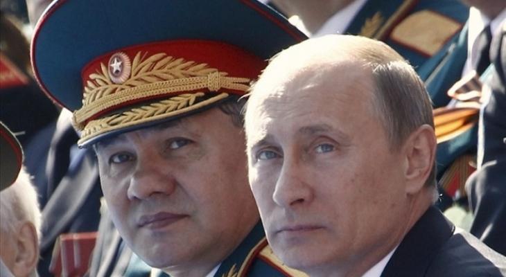 Президент РФ В.В. Путин и министр обороны С. К. Шойгу