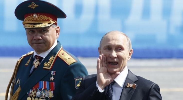 Президент России В.В. Путин и министр обороны С.К. Шойгу