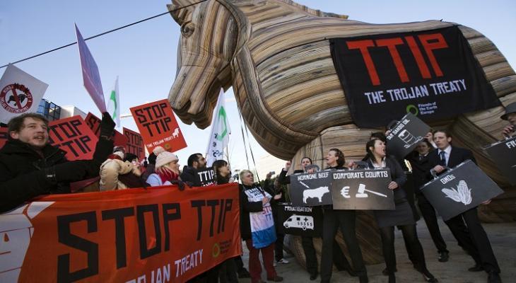Европейцы вышли на митинг против подписания торговых соглашений с США